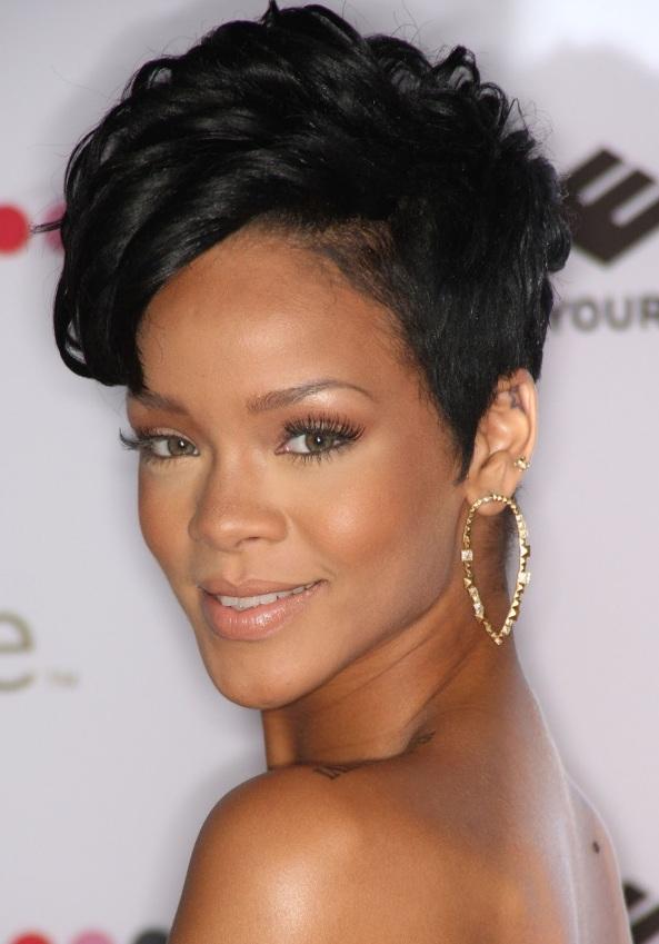 Rihanna_2008_Spirit_of_Life_Award_dinner_003